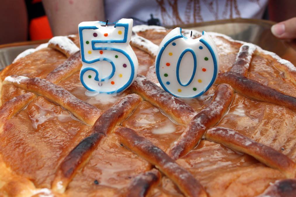 Праздничный пирог для основного состава и гостей