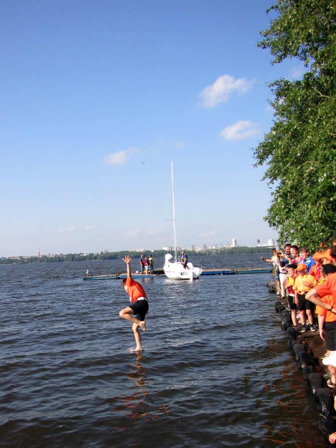 Петя Крапивин умеет ходить по воде