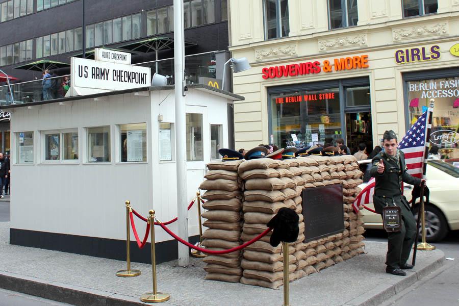 Чекпоинт Чарли, Берлин, Германия, 2012 год.