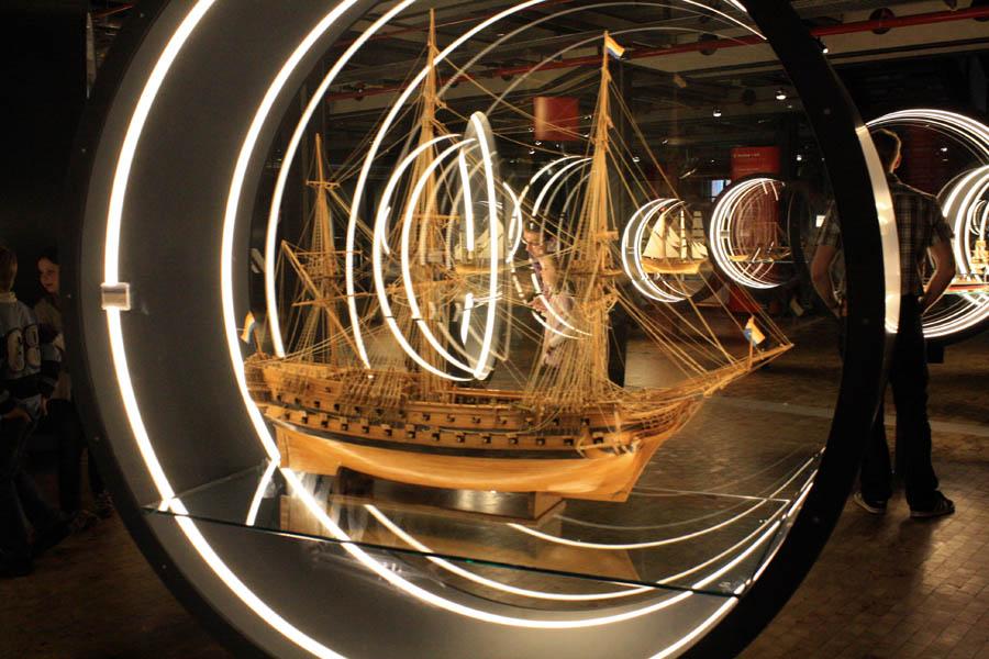 Экспозиция моделей старинных кораблей в Техническом музее
