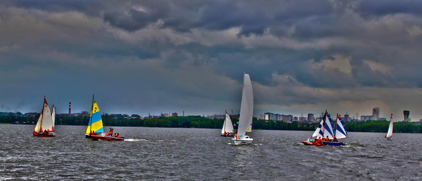 На воде яхты флотилии