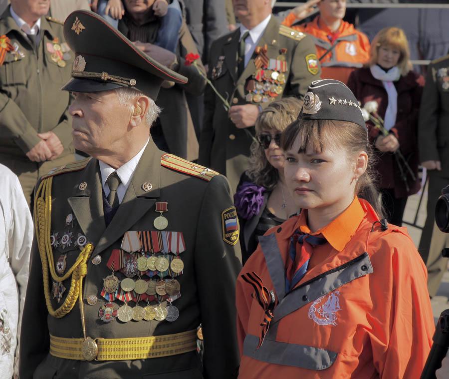 Каравелльцы на параде 9 мая 2012 года вместе с ветеранами
