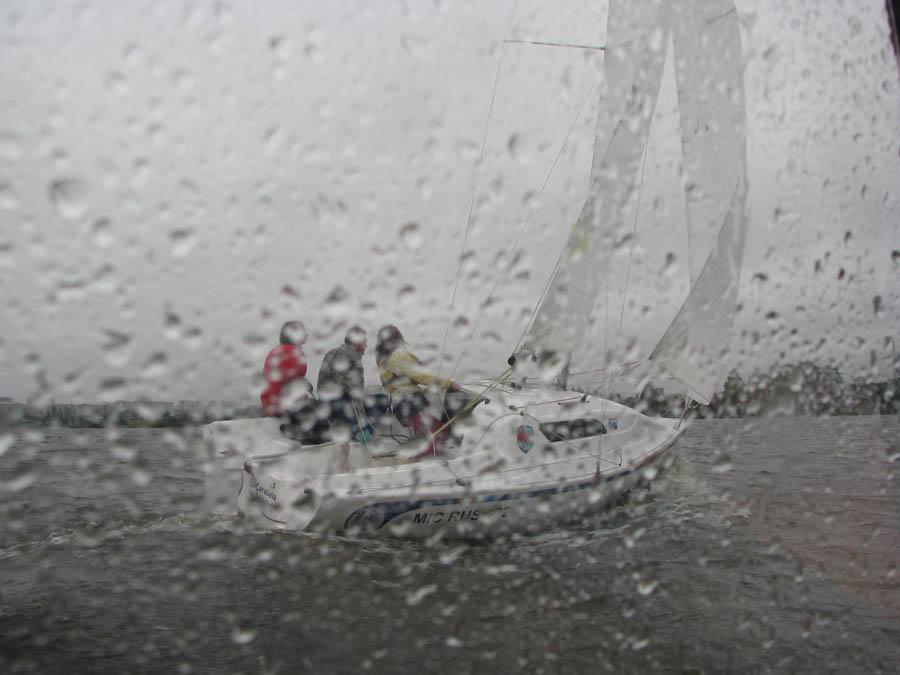 Тренировки под дождём на «Славе»