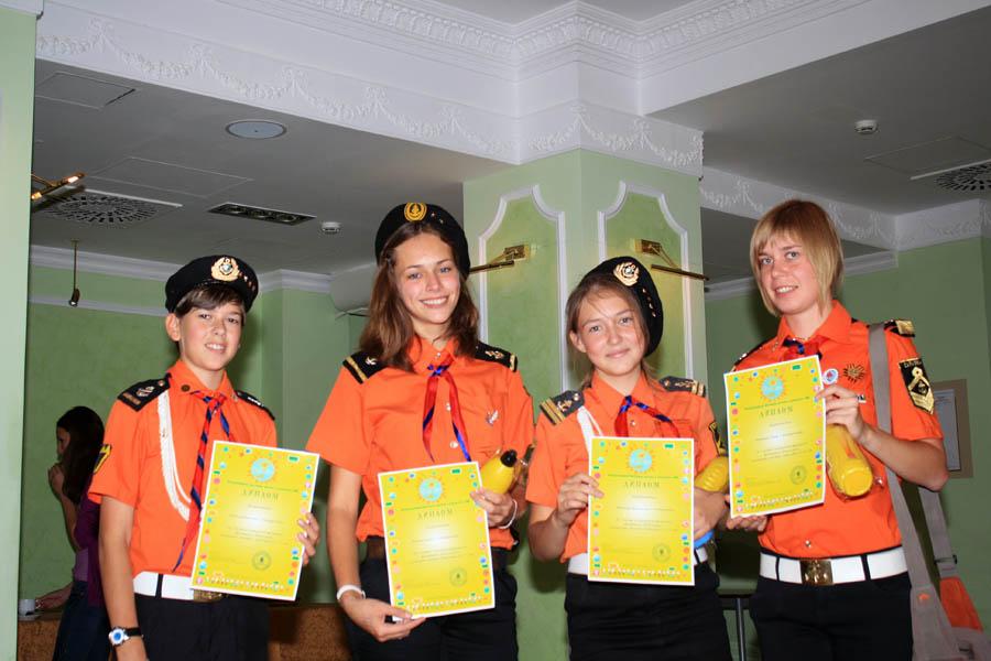 Делегация отряда «Каравелла» с дипломами победителей