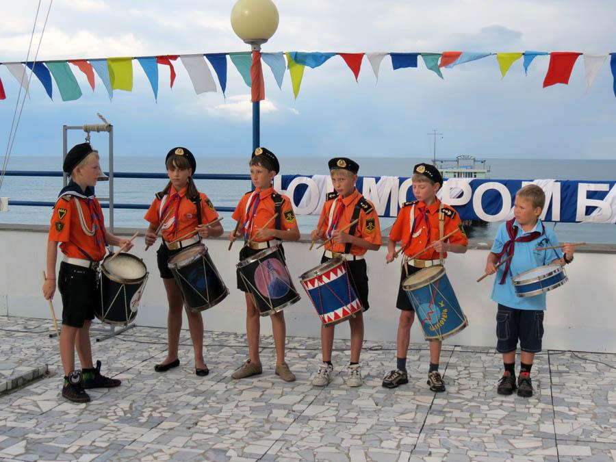 Барабанщики «Каравеллы» на палубу кораблика «Штормовой»