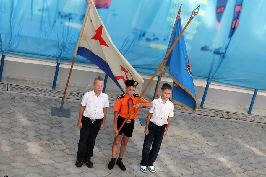 Знамённая группа во главе с Кириллом Колтышевым