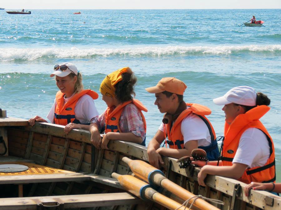 Перед выходом в море на шлюпках