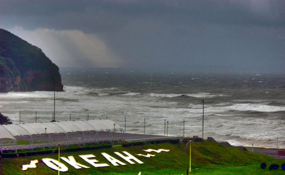 Океанский тайфун в действии
