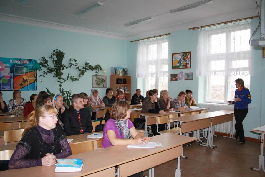 Лариса Крапивина знакомит педагогов с опытом работы РВО
