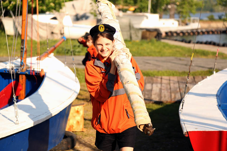 Полина Теплоухова впервые участвует в вооружении яхты