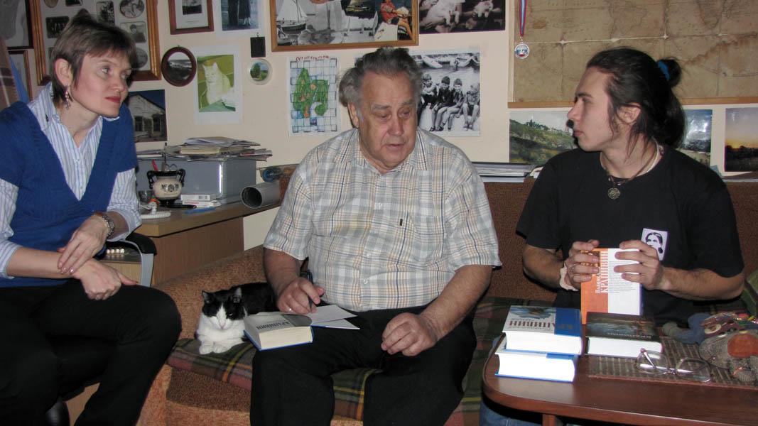 В своём кабинете Владислав Петрович с гостем из Индии