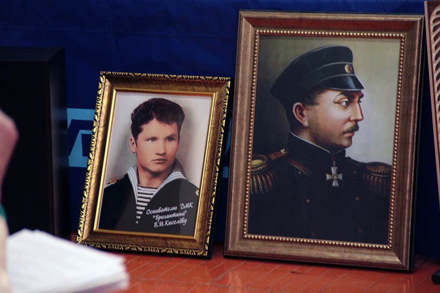 Особо выделялись два портрета: портрет П.С. Нахимова и портрет молодого В.И. Киселёва