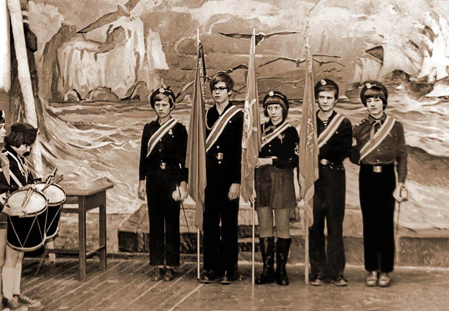 Знамённая группа состояла из пяти человек