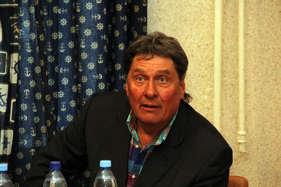 Юрий Крюченков на встрече с юнкорами «Каравеллы» 8 апреля 2013 года