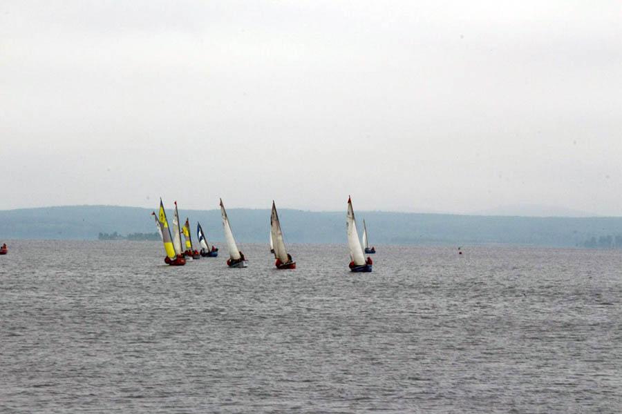 Яхты нашей флотилии идут по дистанции гонки паруса России