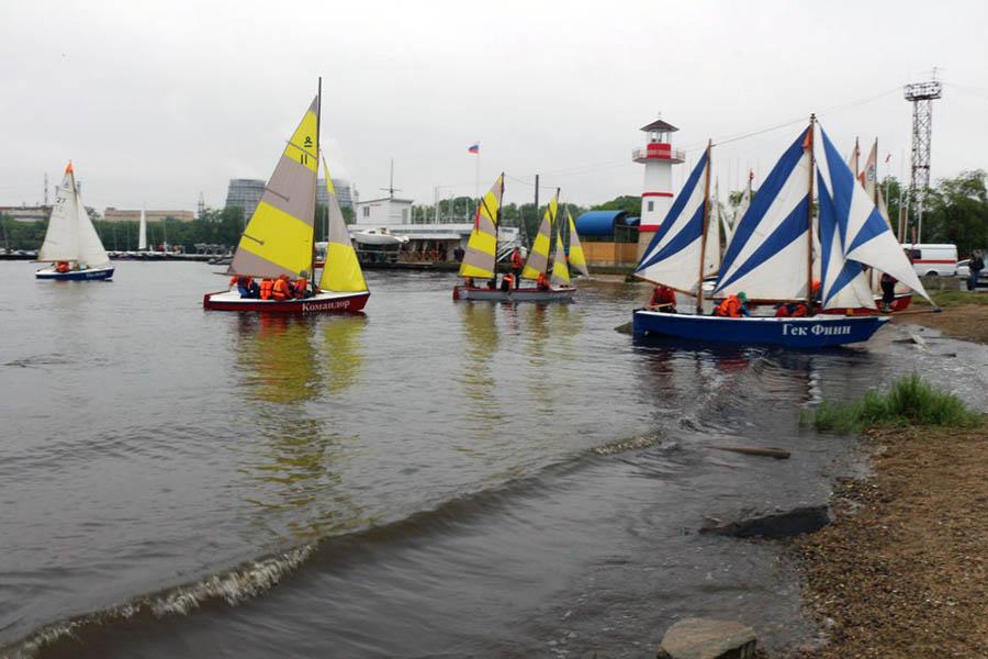 При подходе к берегу возле Коматека многие яхты вновь получили пробоины