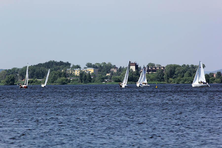 Второй гоночный день выдался очень ветренным, поэтому успели провести 8 гонок