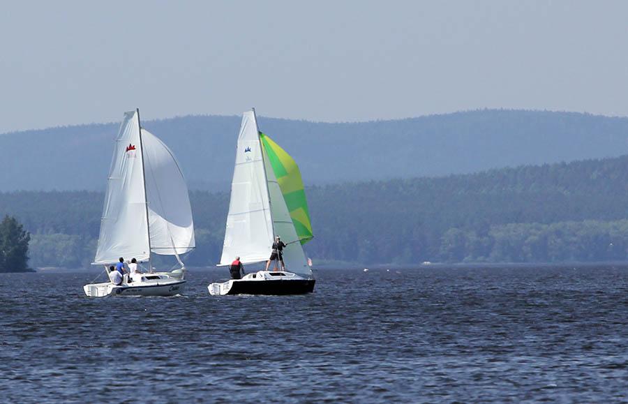 Гонка под спинакерами - соперничаем с лодкой №161