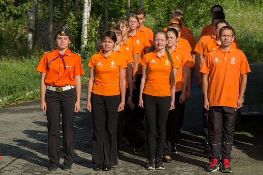 Оранжевый флот инструкторов показывает образцовое выступление