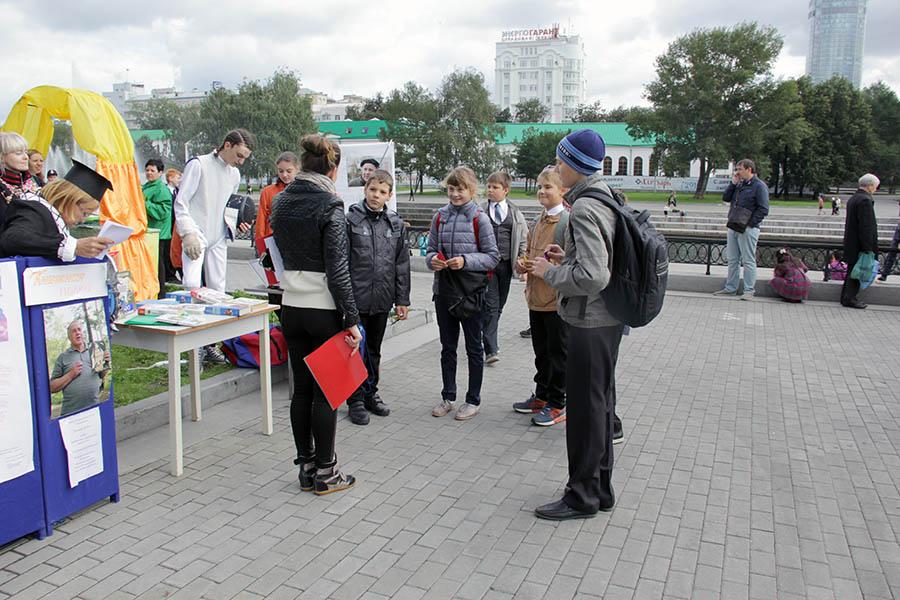 Школьники отвечают на вопросы викторины по произведениям Крапивина