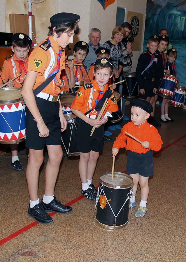Саша Доможиров впервые барабанит на сборе