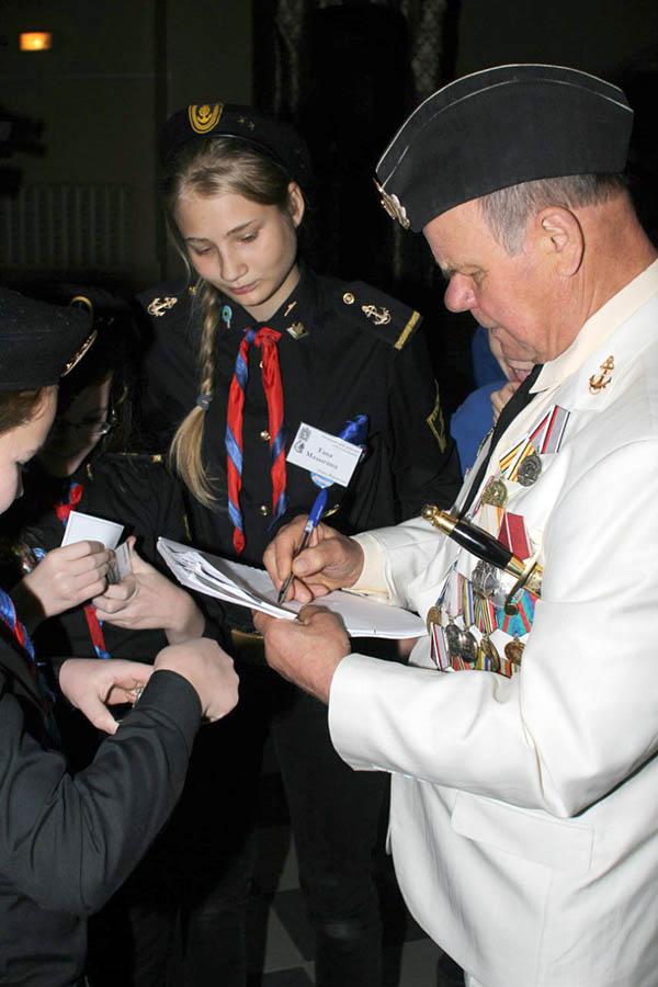 Автограф героя-подводника - памятный приз юного журналиста