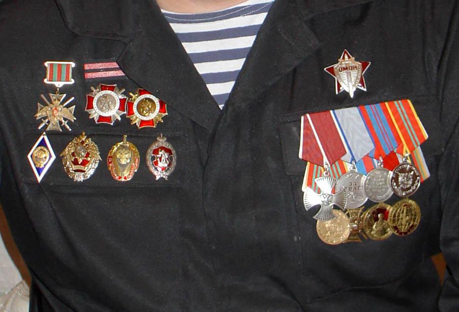 Награды Дмитрия Емельянова (фото с пресс-конференции 2005 года)
