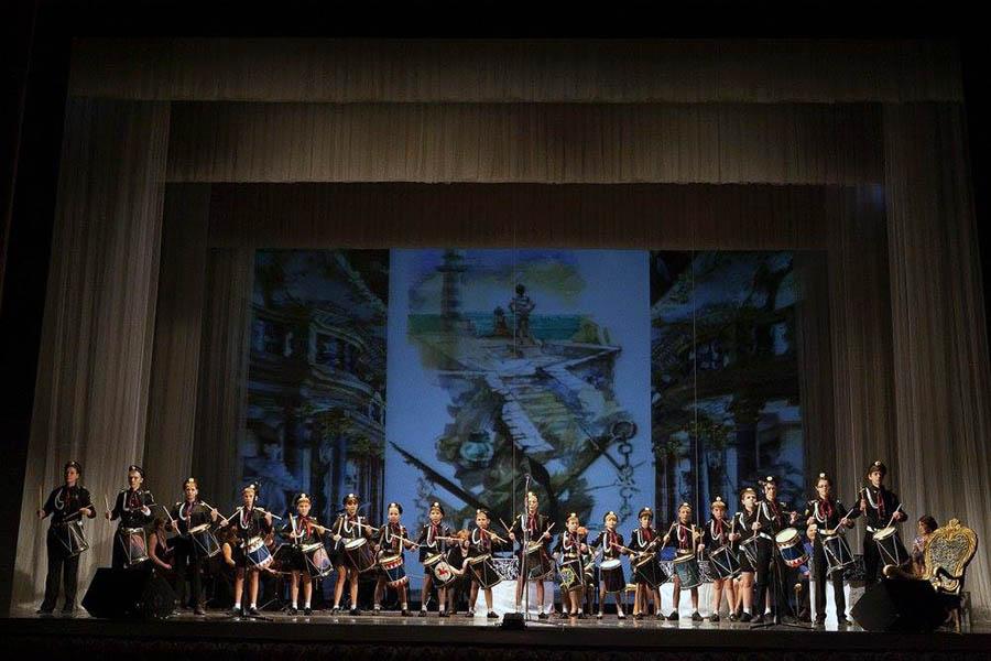 Барабанщики «Каравеллы» на сцене Екатеринбургского театра оперы и балета