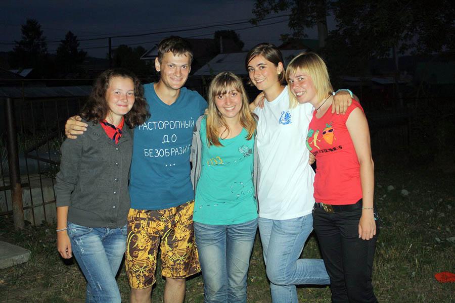 Отрядные инструктора с Терезией (вторая справа) на Оранжевом лете - 2010