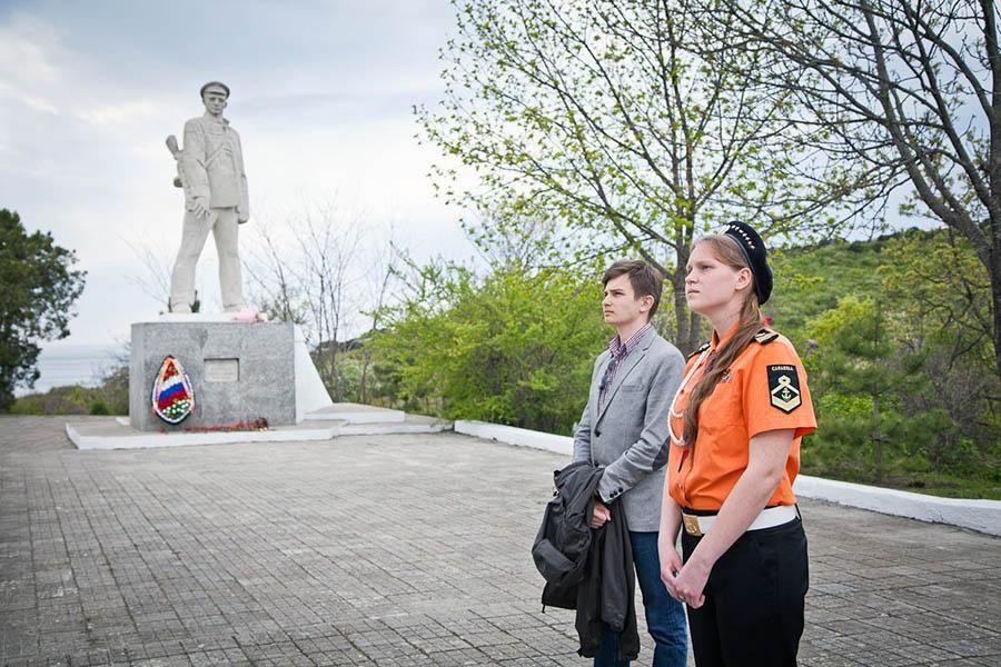 Возложение цветов к мемориалу Дмитрия Калинина