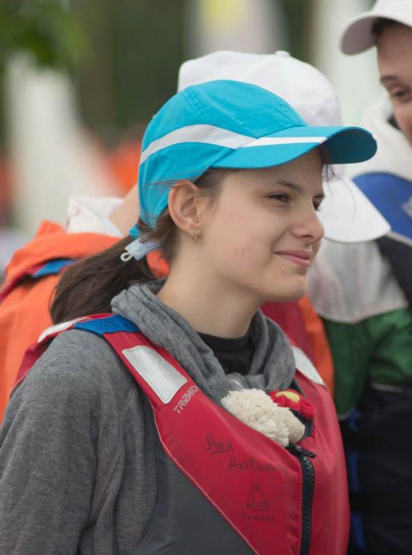 Рулевой Полина Теплоухова на инструктаже перед выходом на воду