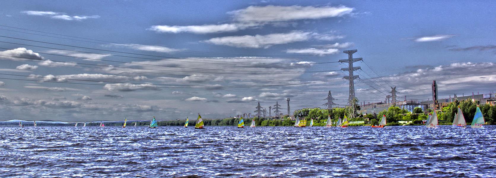 Больше 30 лодок ринулись в гонку на просторах Верх-Исетского водохранилища