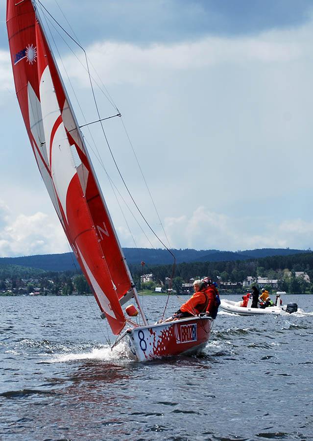 Каравелльцы привыкают к этой яхте, её скорости и необычайно легкому управлению