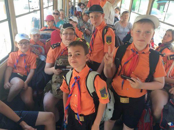 Утром и вечером 11 трамвай становится оранжевым