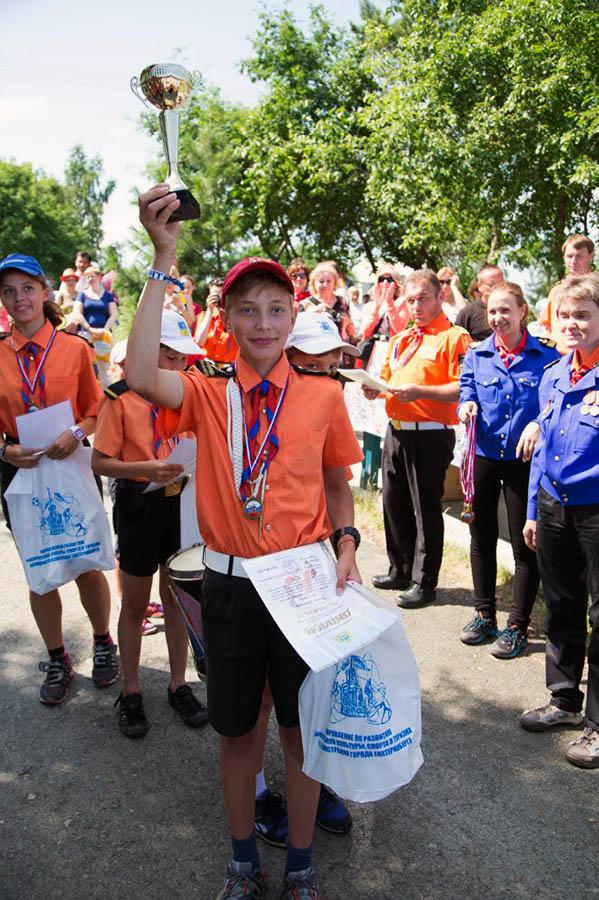 Паша Шевнин вместе с экипажем получают заслуженные призы