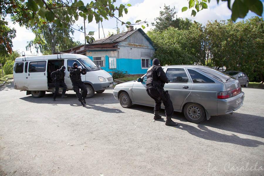 Бойцы спецподразделения «Гром» задержали автомобиль и обезвредили «наркокурьера»