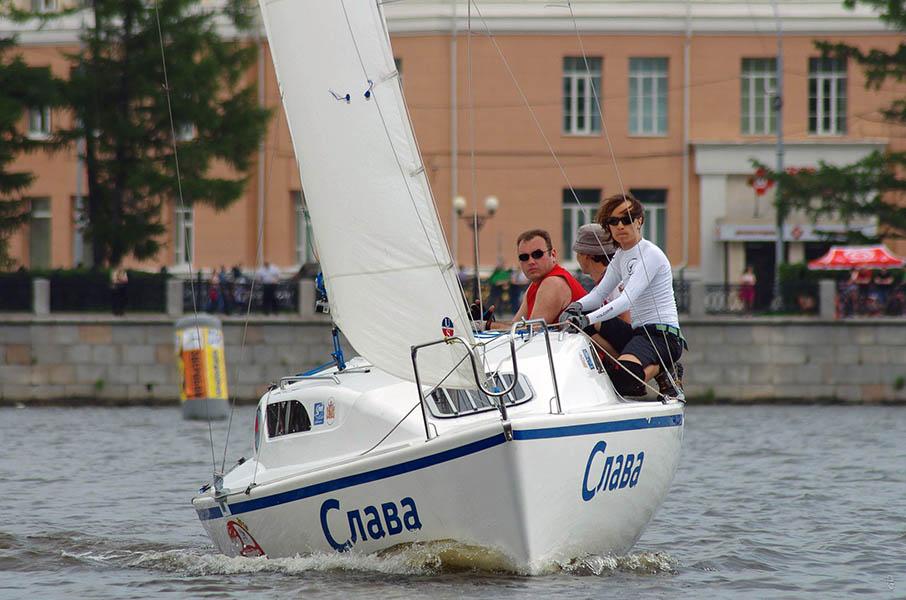 Экипаж яхты «Слава» в гонке. Фото: Игорь Литвинов