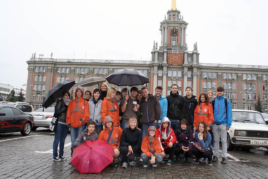 Каравелльцы и ребята из немецкой делегации гуляют по Екатеринбургу