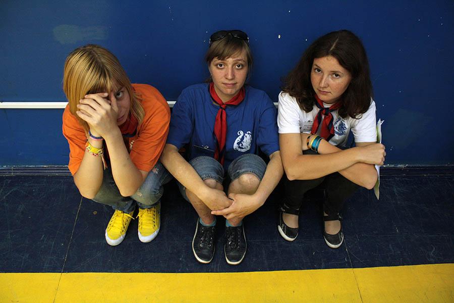 Слева направо: Алёна Хазинурова, Ксения Гордон и Катя Кудюкова - часть команды инструкторов отряда