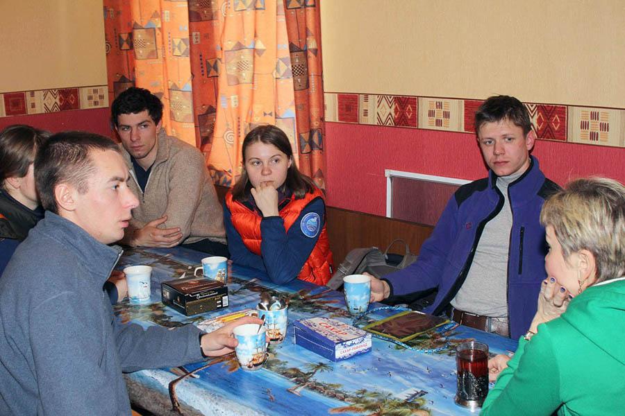Пока на ЛУНе идут занятия, командор Лариса Крапивина общается с гостями из Санкт-Петербурга
