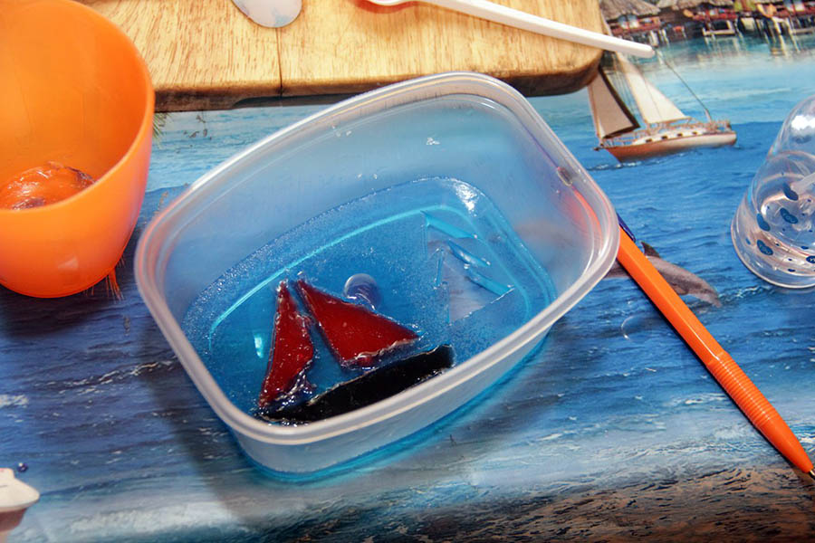 Волшебные мыльные картинки с угловатыми корабликами и классическими ёлочками
