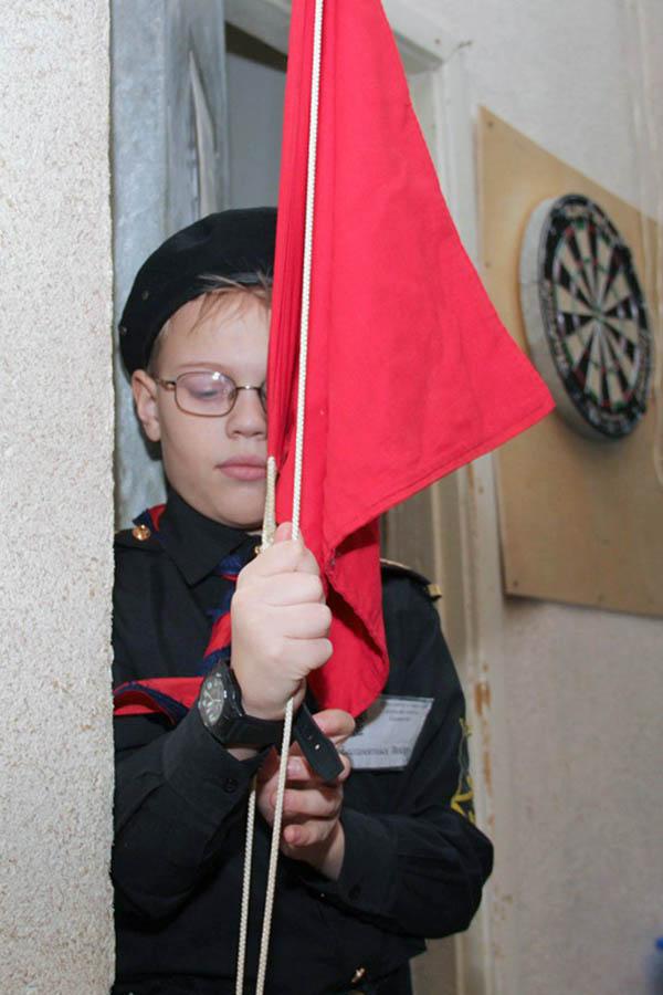 Захар Беспамятных перед самым подъёмом флага