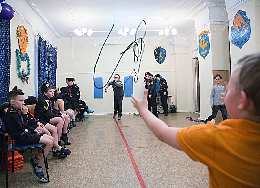 Мастерство бросать и ловить верёвку можно обрести на ЛУНе