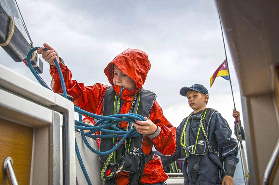 Даже самые яхтсмены из экипажа Rocabella справились с лодкой в штормовую погоду