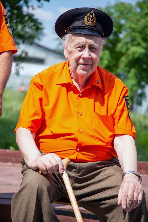 В этот день рождения отряда командор Владислав Крапивин провёл жеребьёвку и дал старт первой гонке