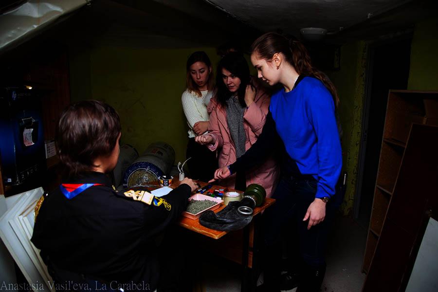 В темноте подвала участники смогли ответить на вопросы Бормотунчика
