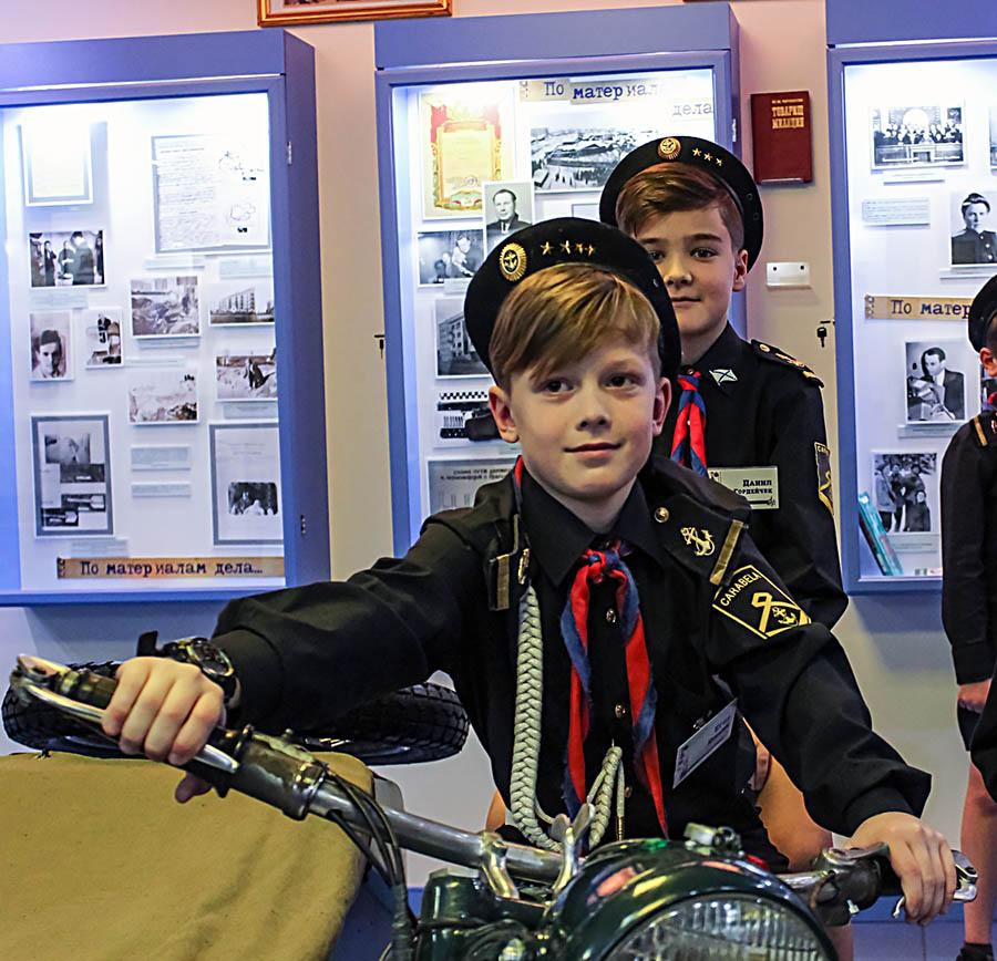 Каравелльцы опробовали на себе все доступные экспонаты музея МВД