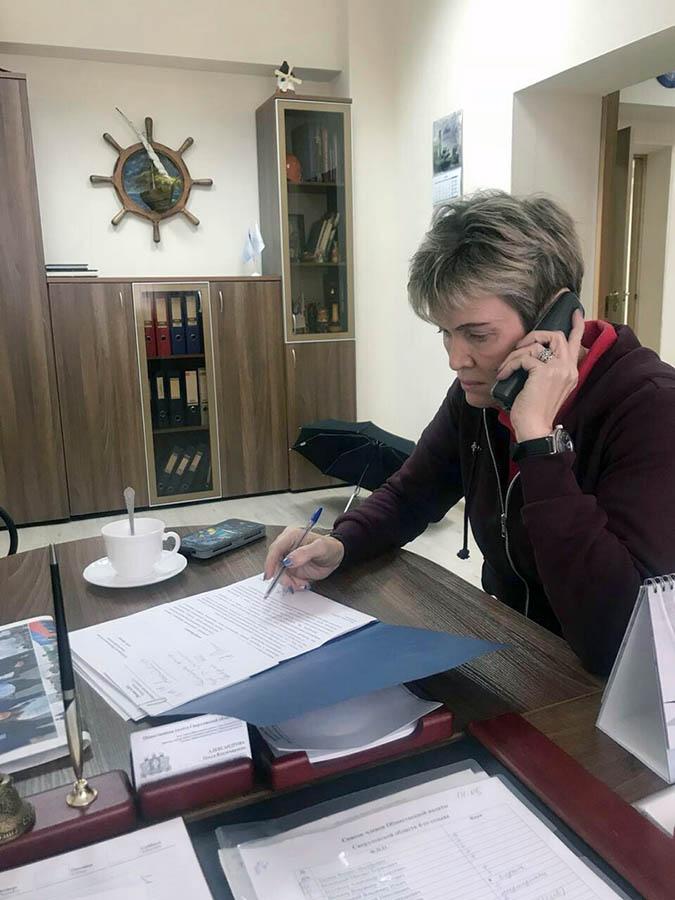 Лариса Крапивина за работой в Общественной палате Свердловской области