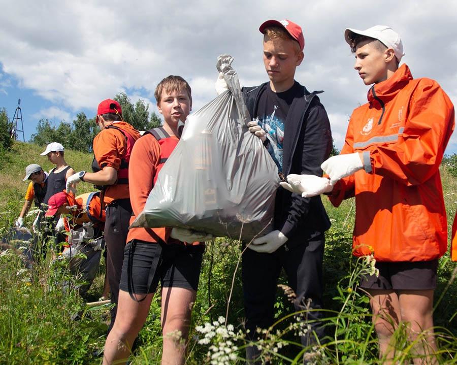 Волонтёры отряда «Каравелла» участвуют в акции «Чистый берег»