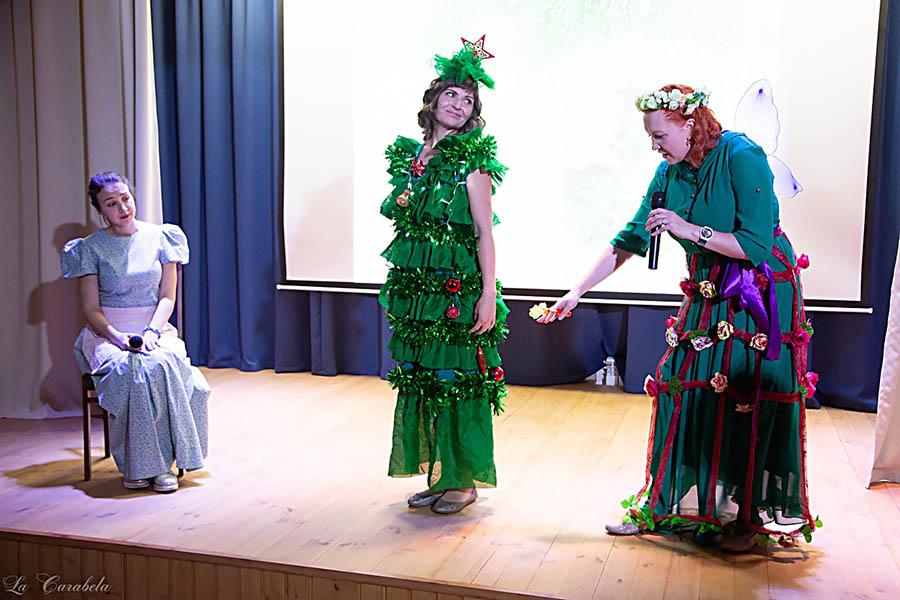 Феи предлагают Ассоль свои варианты платьев для бала